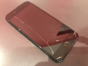 iPhone7 画面割れ 修理